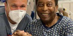 Filha de Pelé exibe novo visual do pai: 'Olha quem pintou o cabelo hoje'